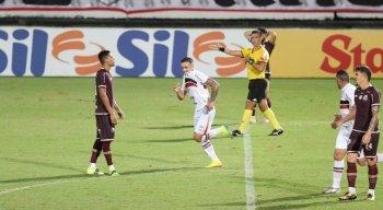 Na reestreia de Roberto Fernandes, Santa Cruz fica no empate com Jacuipense