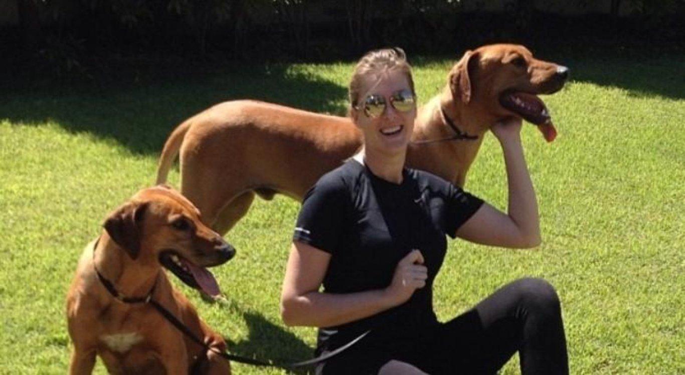 Ana Hickmann e cachorros