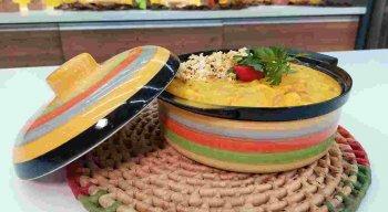 Vatapá com Farofa de Milho Verde preparada pelo chef Rivandro França