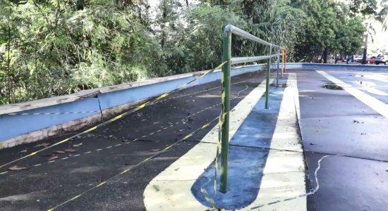 Calçada cede e interdita trecho da Beira Rio; moradores denunciam abandono