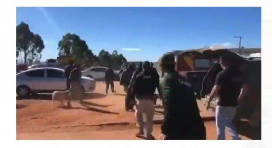 Vídeo: Lázaro Barbosa é colocado em ambulância e policiais comemoram captura; assista