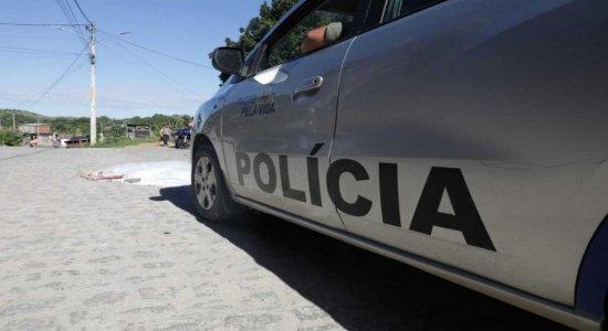 Bronca mostra o assassinato de uma mulher, a pedradas, em Pernambuco