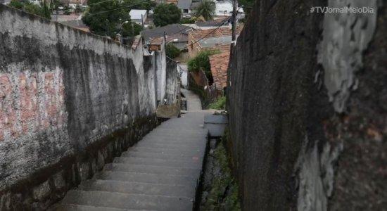 Homens encapuzados invadem casa e matam mulher na frente do filho de 5 anos, no Recife