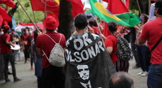 FOTOS: Veja imagens do protesto contra Bolsonaro no Recife neste sábado (3)