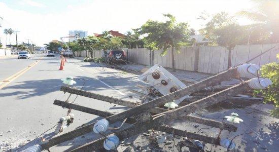 Motorista causa acidente e deixa região sem energia no Grande Recife