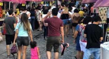 Feirinha na Rua do Bom Jesus, no Recife Antigo