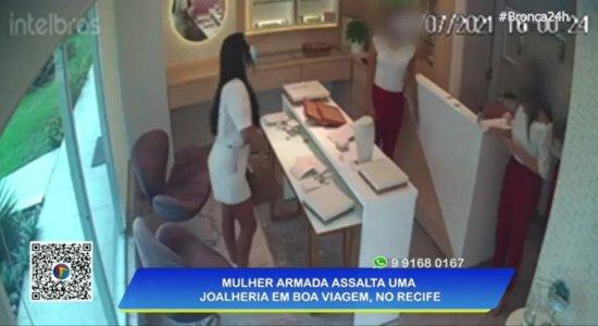 Vídeo: mulher armada assalta joalheria no bairro de Boa Viagem, Zona Sul do Recife