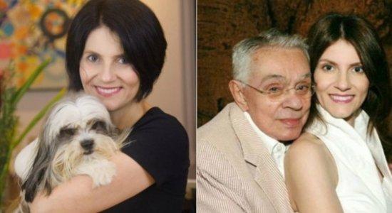 Viúva de Chico Anysio segue internada com covid-19 e deve deixar UTI em breve