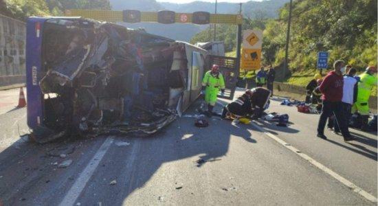 O que teria causado o acidente com Umuarama Futsal, que deixou duas pessoas mortas e 20 feridos?