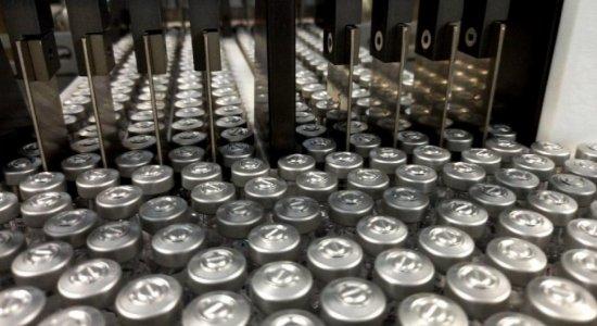 Fiocruz recebe lote de IFA para produção de vacinas contra a covid-19