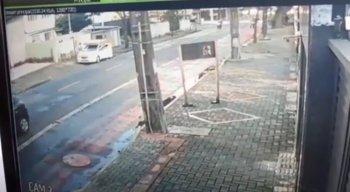 Imagens de câmeras de segurança flagraram o momento do crime.