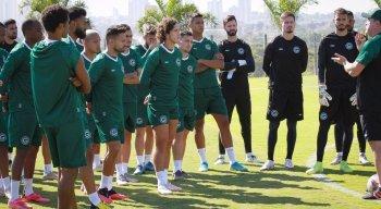 A equipe do Goiás enfrenta o CSA, pela Série B do Brasileiro