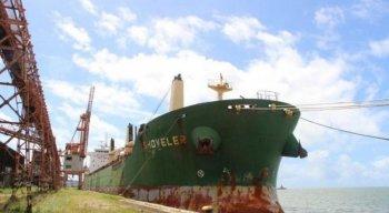 Navio Shoveler está atracado no Porto do Recife desde o dia 2 de julho, quando foram detectados 9 casos de covid-19