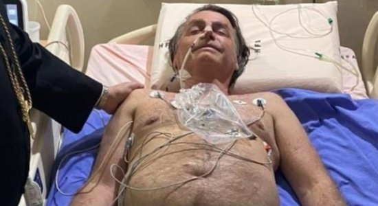 Por precaução, Jair Bolsonaro foi intubado e internado na UTI, diz senador