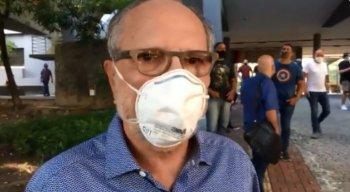 João Humberto Martorelli, ex-presidente do Sport, compareceu na sede para deixar o seu voto