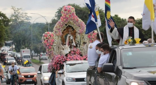 Devotos de Nossa Senhora do Carmo comemoram o dia da padroeira do Recife