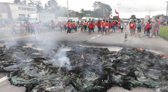 Protesto por moradias fecha dois sentidos da BR-101 Sul nesta sexta-feira (16)
