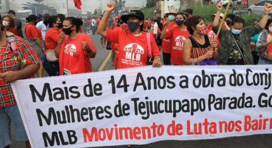 Protesto contra o Governo Federal fechou os dois sentidos da BR-101, no Recife