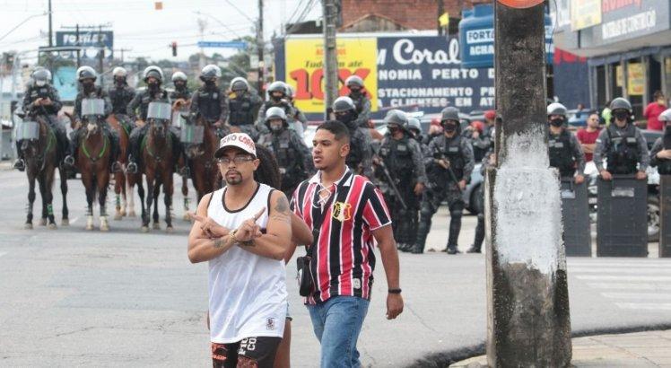 Policia Militar foi acionada para manter a ordem no protesto da torcida do Santa Cruz