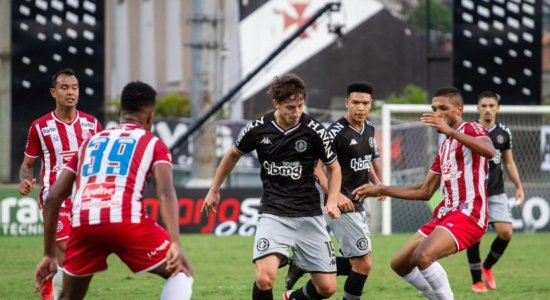 Náutico toma gol nos acréscimos e deixa escapar vitória contra o Vasco em São Januário