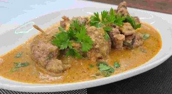 Receita de Trouxinhas de Carne ao Molho Pomodoro preparada pelo chef Rivandro França