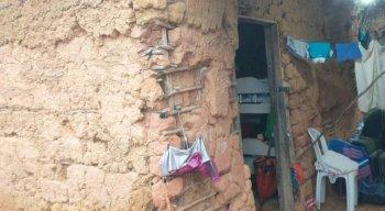 Casa de uma das famílias antes de ser beneficiada pelo projeto social