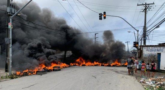 Protesto bloqueia avenida em Olinda e cobra empenho da polícia para procurar homem desaparecido