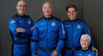 Jeff Bezos e mais três tripulantes decolaram do deserto no oeste do Texas, nos Estados Unidos