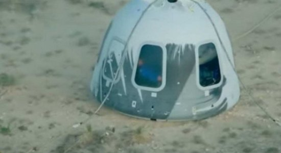 Jeff Bezos decola em viagem espacial