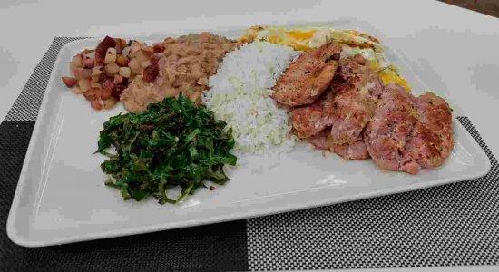 Receita clássica de Virado à Paulista do chef Rivandro França