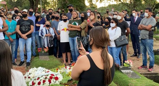 Sargento da Polícia Militar e motorista da vice-governadora de Pernambuco foi enterrado no Recife