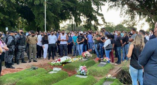 Dor, tristeza e honrarias marcam velório de motorista da vice-governadora de Pernambuco; veja imagens