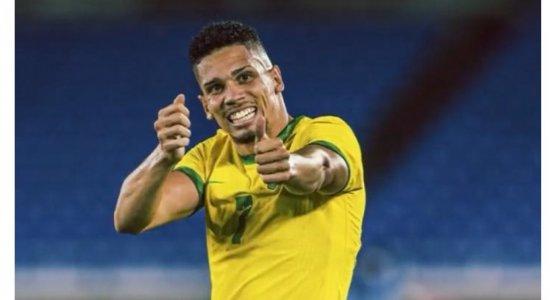 """""""Irmão de Romário"""", criticas a Bolsonaro e Candomblé: quem é o jogador Paulinho, atacante da seleção brasileira nas Olimpíadas de Tóquio?"""