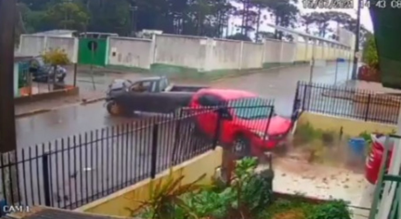 Muro de casa é atingido por dois acidentes em 4 dias