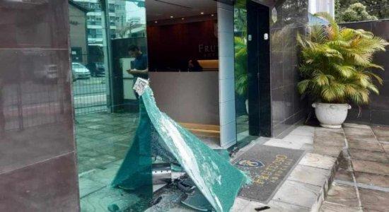 Escritório do vice-presidente do Santa Cruz é alvo de vandalismo; veja vídeo