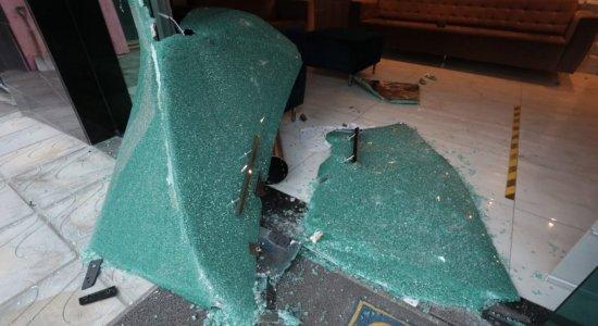 Vandalismo e terrorismo, diz Santa Cruz sobre ataque ao escritório de vice-presidente do clube