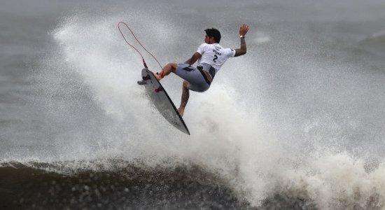 Gabriel Medina vence francês e avança às semifinais de torneio olímpico de surfe