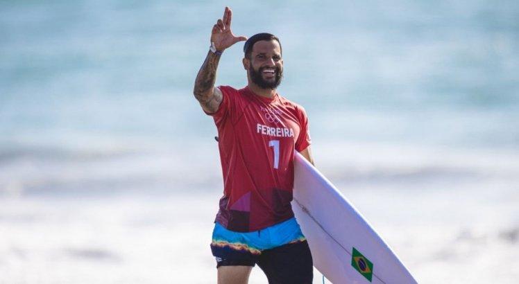 Ítalo Ferreira segue na briga pelo ouro no torneio olímpico de surfe