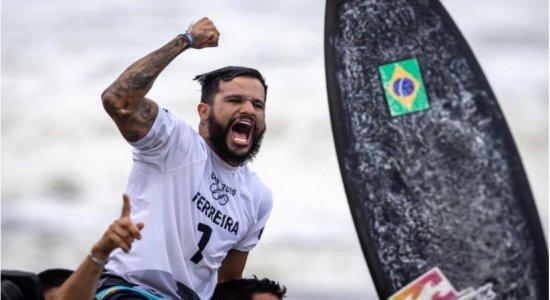 FOTOS: Ítalo Ferreira vence ouro no surfe e muda quadro de medalhas
