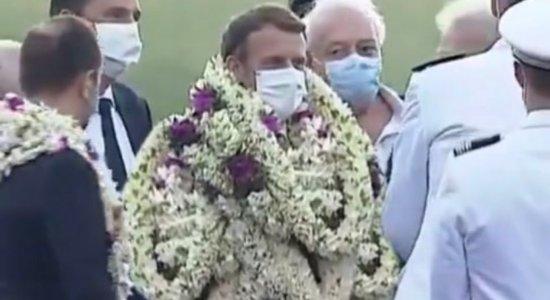 Internautas fizeram montagem com trecho do vídeo e o deixam coberto por cordões de flores