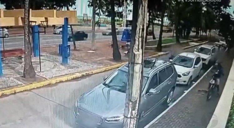 Câmeras registram assaltos em Boa Viagem, na Zona Sul do Recife