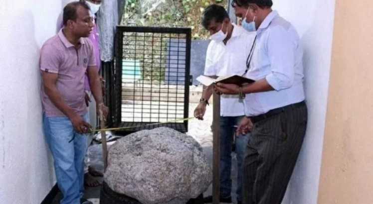 Homem encontra no quintal de casa rocha que vale R$ 515 milhões