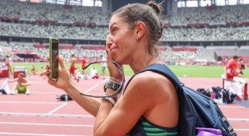 Simone Ponte Ferraz chorou ao entrar no estádio onde acontecem as provas do atletismo durante as Olimpíadas de Tóquio.