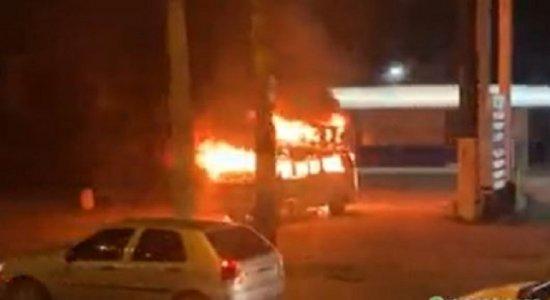 Grupo religioso que teve Kombi incendiada pede ajuda para retomar trabalho