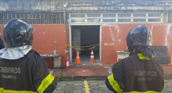 Explosão de transformador de força da PRF deixa pessoas feridas no Recife