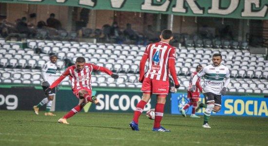 Náutico perde para o Coritiba por 3 a 1 e reconhece primeira derrota na Série B