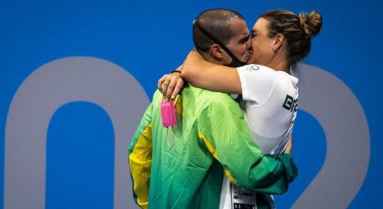 A esposa é ex-nadadora e também é treinadora de Fratus