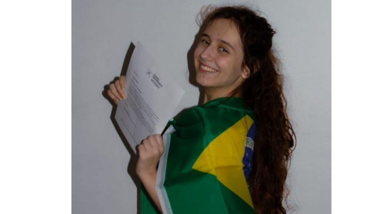 A jovem de 18 anos ganhou bolsas de estudos em todos os processos seletivos