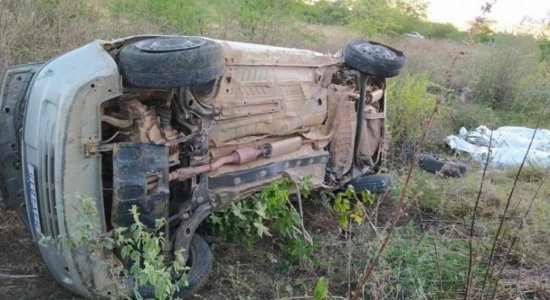 Trem atinge carro e três pessoas da mesma família morrem no Sertão de Pernambuco