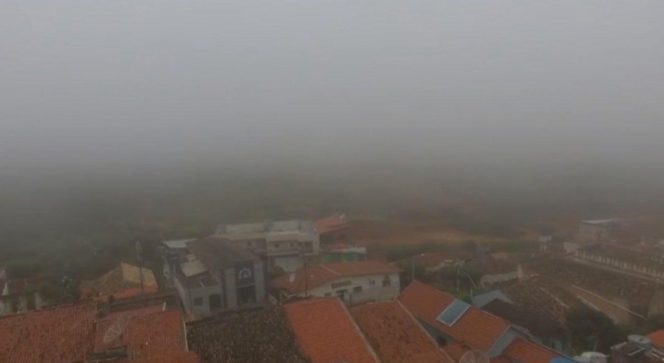Neblina cobre parte de Triunfo